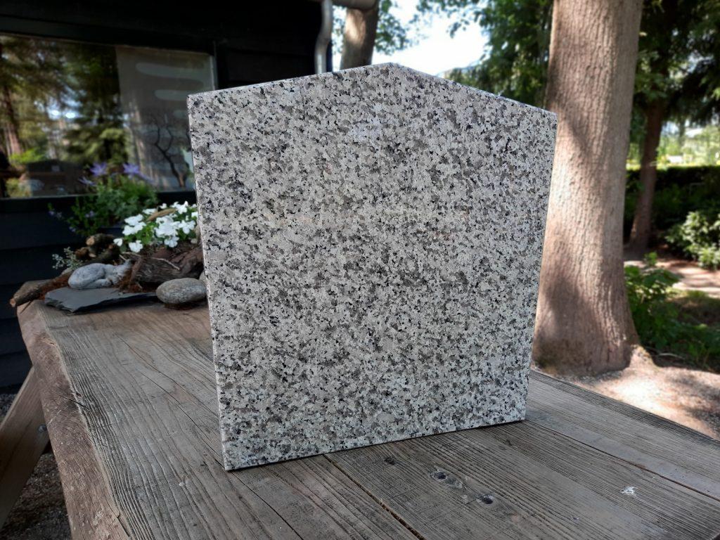 nr. 4 - Graniet licht grijs gespikkeld